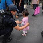 """""""@AleMondras: Dueles #México http://t.co/MQUA3zB128"""" / sigue la revision de la peligrosa niña, puede estar armada #PocaMadre"""