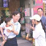 """이재명시장 선거때도 아닌데 보기 좋네요! """"@Jaemyung_Lee: 주권자와의 소통, 의견수렴은 정치의 근본..@HYS_FAMILY:이재명성남시장은 시간날때마다 재래시장을 찾아다니면서 시민과 소통하고 대화 http://t.co/oPaXcZ1f0F"""""""