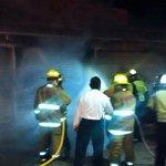 Sofocan incendio en casetas de la Central de Abasto (vía @cruzrojaoaxaca) http://t.co/hCCaF9iGny
