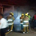 RT @cruzrojaoaxaca: Fuerte incendio en casetas de la central de abastos. @BomberosOaxOfic laboran en el lugar #Oaxaca http://t.co/AXZWTDZDfS