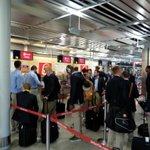 Die Sieger checken für den Rückflug in Nürnberg ein @f95 #f95 http://t.co/io2S9RrZDn