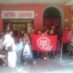picchetto antisfratto da stamattina a Bologna. la casa è un diritto. #stopsfratti #rosanonesce http://t.co/3WdL87S0iy
