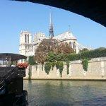 Cest parfois très simple le bonheur : sasseoir et contempler ! #Paris http://t.co/qlUsoeKvB5