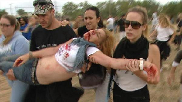 Brutal  agresión en Tordesillas contra una activista contra el Toro de la Vega. #Intolerable   #NoAlToroDeLaVega  http://t.co/MnBi5r271b