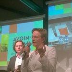 #avoin2014 Päivi Lipponen ja Mika Pirttivaara tekevät yhteisöllistä seminaaria -- yleisö kiitettävästi mukana! http://t.co/BRkxiAUaXr