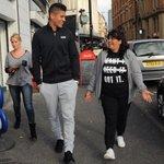RT @TipsFutbol: Tras su debut con el United, Marcos Rojo llevó a dar un paseo a su madre para conocer Manchester. Grande Marquitos! http://t.co/bF65HIXbmh
