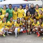 RT @ecuadorPatron: Las brasileñas reciben el trofeo de la Federación de #Loja | #CopaAmericaFemenina #Ecuador2014 http://t.co/R0hK5dl03D http://t.co/TFAvBoQ85f