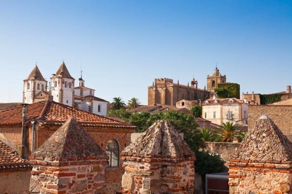 La monumental Cáceres optará a ser Capital Gastronómica en 2015. http://t.co/stvFn7ErUZ vía @abc_es http://t.co/P0edInC3MJ