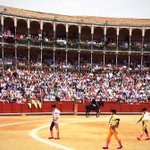 RT @economiadeltoro: Ambientazo en La Glorieta #salamanca #Toros http://t.co/QJGn9rUL8T