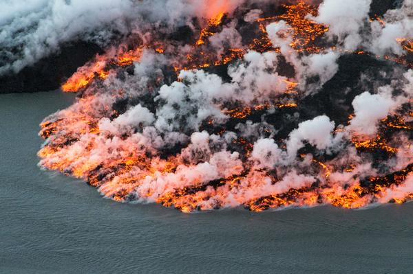 The Eruptions of Iceland's Bardarbunga Volcano - 14 amazing shots of lava fountains & flows - http://t.co/fDlevJADiQ http://t.co/jU7KsNu4tA