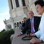 Sur lesplanade de Fourvière : la belle relation de #Lyon avec la #Chine. http://t.co/UJEQ7HqdDb