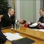 – А это, Евтушенков, тебе от Сечина чёрная метка, глянь, какая большая. – Владимир Владимирович, не надо, прошу. http://t.co/CjefxMJJTY
