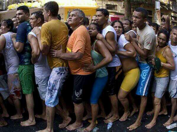"""#Dead """"@Mwanikih: Borussia players lining up to score against Arsenal!! http://t.co/jIG9iwTTPO"""""""