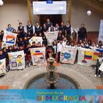 Participación de niños en #ColoresDeLaDemocarcia. @QueHayEnLoja @ConectadosLoja @ZonaSurEcuador @radiopoderfm http://t.co/ckNwWzih3z