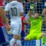 """RT @elchiringuitotv: Esta parada provocó los gritos de """"IKER, IKER"""" en el Bernabéu. #ElChiringuitodeNeox http://t.co/dls9cuCXhO"""