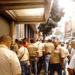 #16S en el Centro de Caracas trabajadores y obreros del Cemento denuncian corrupción en Ministerio de Industrias http://t.co/B6oi394tkh
