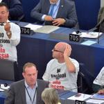 RT @AbramovDeputat: Итальянцы пришли на заседание европарламента в майках с надписями «Нет санкциям против России» http://t.co/5yJkYSKqJy http://t.co/7fbRZECXpr