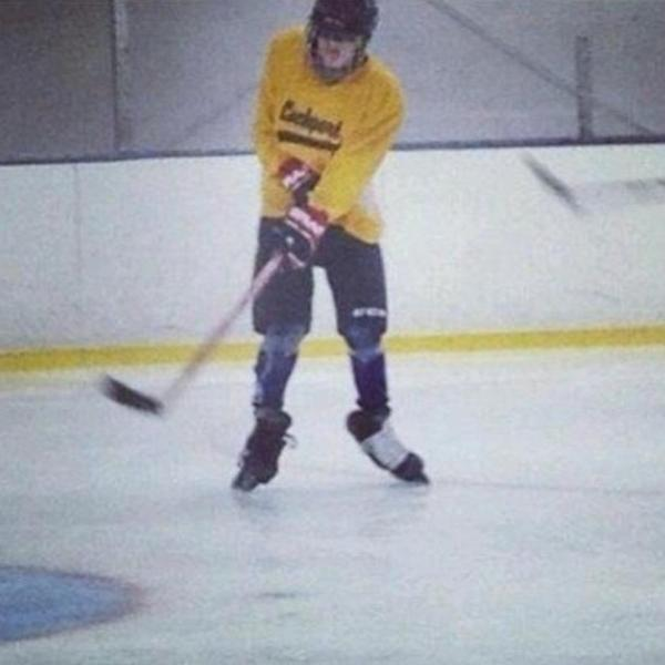 Great first day skating with the @StLouisBlues. Always tough working in new gloves and pants but felt great. http://t.co/NIRiFNERSI