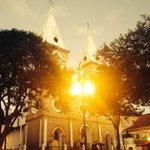Y termina un largo día! Así luce a esta hora la hermosa iglesia de Santo Domingo en #Loja. @primereporte http://t.co/NgJk4KsWhF