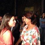 RT @SairamRivas: En este momento Mamá de @SairamRivas a la espera de que su hija salga del Helicoide. http://t.co/RkvXqUluLE