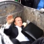 RT @JornalOGlobo: VÍDEO: Deputado que queria restringir protestos é jogado no lixo por manifestantes. http://t.co/KFAoLCs6OS http://t.co/iaN0dKRNMc