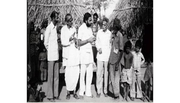 1980s :: Narendra Modi in  Village of Gujarat http://t.co/tov986YQQD