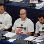 В Европарламенте итальянские националисты показали средний палец всем поддерживающим санкции против России. http://t.co/du4zukjAsj