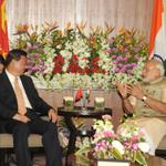 PM Shri @narendramodi meeting the Chinese President, Mr. Xi Jinping, ahead of signing of agreements in Ahmedabad. http://t.co/HJHhxN2WUs