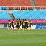 Pemain-pemain negara meraikan gol pertama sebentar tadi. #SayaTeamMalaysia #Incheon2014 http://t.co/Wv8hO3n6yp