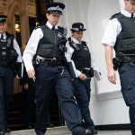 RT @g1: Polícia britânica atirou apenas três vezes em um ano http://t.co/q0wII3zmzc #G1 http://t.co/jMlxWMLACm