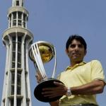 RT @ICC: Pakistan Captain Misbah Ul-Haq also brought the @cricketworldcup trophy to the Minar-e-Pakistan in Lahore #cwc15 http://t.co/akWhbOxkvk
