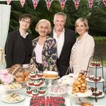 RT @CardinalUpchuck: Well thats just plain unsettling! @PaulHollywood & Mary Berry #faceswap #ExtraSlice #GBBO #BakeOff @sueperkins http://t.co/y5HzgnhfXX