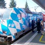 Die neue Bayernland-Lok in fetten weiß-blauen Rauten. Falsche Farbe: In rot-weiß hätts uns besser gefallen #franken http://t.co/SjIhPan1Xn