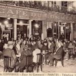 Un jour à #Nantes, prendre un pot entre amis au café du Commerce, place du Commerce, dans les années 50, 60 http://t.co/i6SGKMzipN