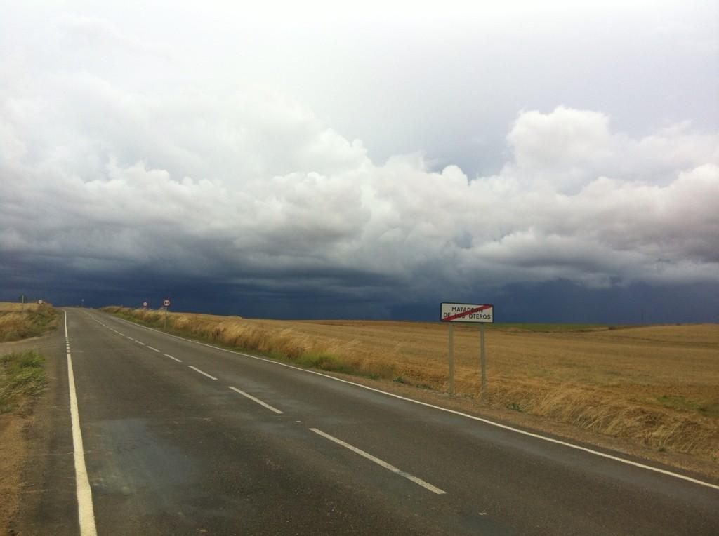 Que bellas imágenes nos ofrece lla tormenta que se acerca  a  #matadeon esperemos pase rápido http://t.co/WPtFtDZQVT