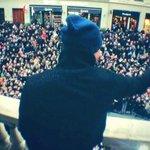 RT @kevadamsss: Dédicace Lyon cette année ! #Dinguerie #Bellecour ! Envoyez moi vos #KevAdamsMemories #Love http://t.co/QKsjwexdXq