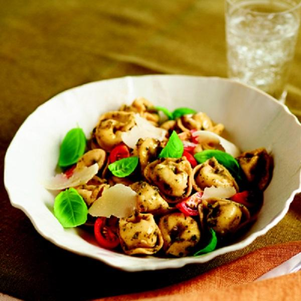 #RecipeoftheDay: Whole Wheat Tortellini w/ Tomatoes & Pesto. Ready in just 15 minutes! http://t.co/7ZC6FraqBN http://t.co/kFcLS7GudG