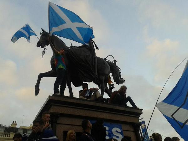 Massive crowd in George Square. Never seen anything like it, politically, in Scotland. http://t.co/jZZwD1D5oQ
