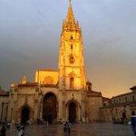 Después de la tormenta, un rayo de sol sobre el Salvador de #Oviedo # peregrinos # caminodesantiago http://t.co/kXdWOiZjk1