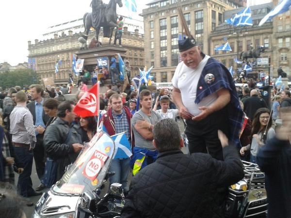 One no campaigner standing on a motorbike trying to speak to crowds in George Square. Got to admire his guts. http://t.co/U6TFrgw9yz