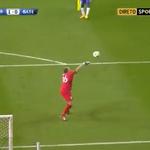 RT @iDesporto: A reposição de bola de Chernik foi directamente para os pés de Brahimi. O argelino não se incomodou... http://t.co/NyEGC4Uztp