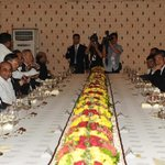 """""""@PIB_India: PM @narendramodi and Chinese President, Xi Jinping at private dinner hosted on Sabarmati Riverfront http://t.co/wY8txnWjeL"""