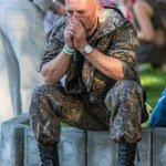 RT @ukr_shuster: Днепропетровск .13 сентября. День города. Люди радовались празднику А он сидел и плакал. Быстрей бы кончилась война!! http://t.co/as18cRwodB