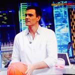 RT @crispapin: Qué grande Pedro @sanchezcastejon anotando los tres puntos! ???????????? un político cercano!! Bravo!! #PedroSanchezEH http://t.co/z6hbmOcQIG