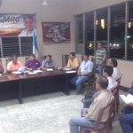 Junta de concejo municipal y exdirectiva del deportivo #Coatepeque dialogan sobre la entrega del equipo http://t.co/STJFxKMk3n