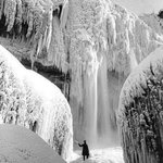 Frozen Niagara Falls during the winter of ca. 1911 http://t.co/aZ4B5j1GnV