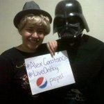 El mejor amigo de @AustinMahone se llama #AlexConstancio #LiveOnHoy @PepsiGuate Wooooooo!!! :) http://t.co/JbGzp3PTM2