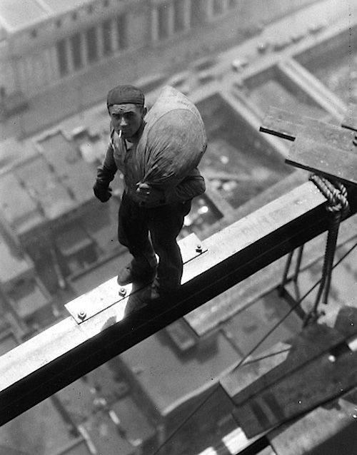 A worker on beam of building at 40 Wall Street, 1930 http://t.co/EhSSSJ6w9R