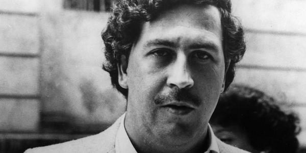 #SabíasQue hay pruebas que vinculan a Uribe con el capo del cartel de Medellín, Pablo Escobar http://t.co/NC649yeEK8 http://t.co/OPpOi1sQBm