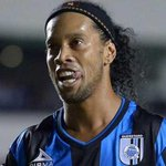 DEPORTES: Pobre debut de Ronaldinho en México! Brasileño falló un penal y #Queretaro pierde 0-1 ante #Tigres. http://t.co/v96q0s21zK